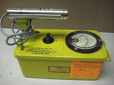 Victoreen CDV-700 model 6B geiger counter, calibrated 2009, works! Serial 106764