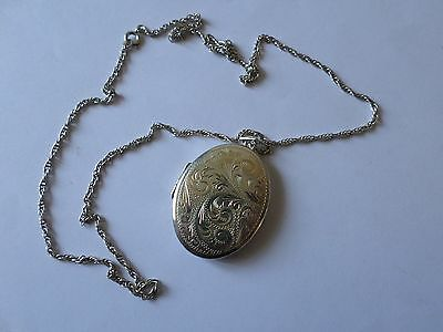 """Fully hallmarked 1977 large sterling silver locket on 24"""" or 61 cm rope chain"""