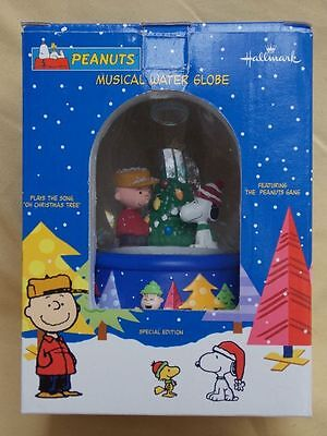 Peanuts Charlie Brown Christmas 1999 Snow Globe MIB Lucy Snoopy Sally Schroeder