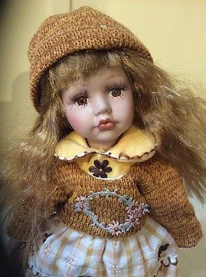 Beautifully Dressed Porcelain Collectable Vintage Doll 31 Cm Tall With Stand