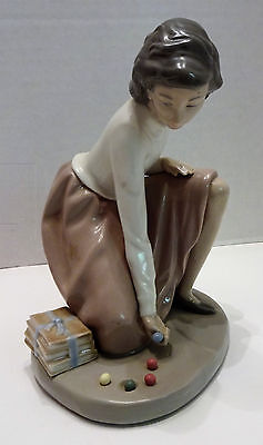 """Lladro Nao Girl Champ Playing Marbles 6 1/2"""" Tall Base Is 5"""" 1982 No Reserve A1"""