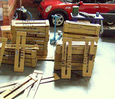 "2 ""wood"" crates on 1 pallet + 10 posters 1/24 for diorama, garage, cars"