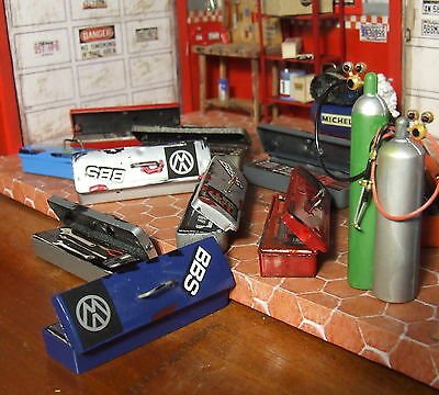 1 superb Tool box 1/18 for diorama, model car display + Bonus 3 vintage signs