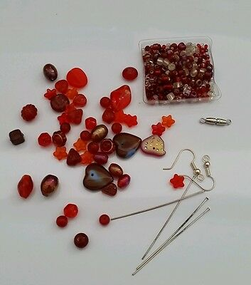 Bead kit with glass beads in red tones