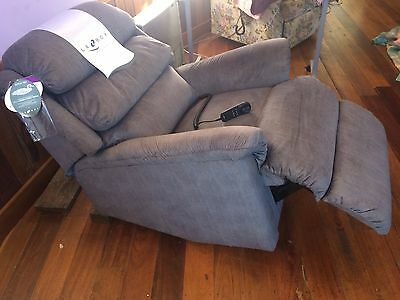 Lift chair Lazboy as new condition, hardly used Over $2300.00 new