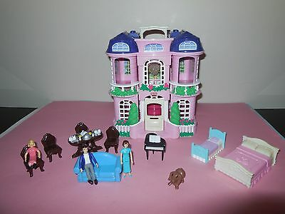 Fisher Price -  Loving Family Sweet Streets Mansion.