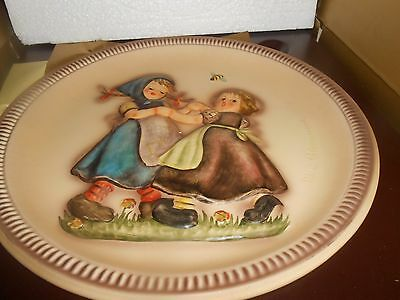 """HUMMEL 1980 ANNIVERSARY PLATE  in bas relief """"SPRING DANCE"""""""
