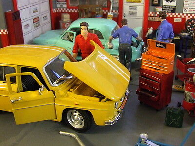 Superb 1964 Renault R8 Gordini  die cast car + 10 bonus posters 1/24