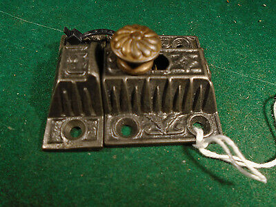 VINTAGE EASTLAKE CABINET LATCH w/ BRASS KNOB & w/KEEPER   (9332)