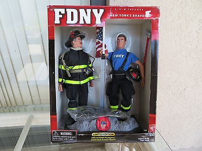 New-York FDNY US Feuerwehr Firefighter Figures collector in box w/accessories
