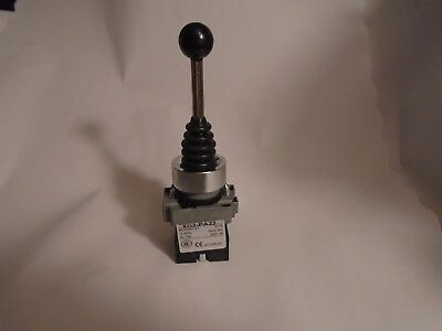 New Telemecanique Joystick Switch Xd2-Pa22 600V 10A Nfp 2 Position Spring Return