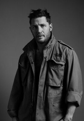 Tom Hardy UNSIGNED photo - K1496 - HANDSOME!!!!!!