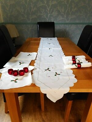 Christmas runner, embroidered holly, 8 napkins & 8 metallic red napkin rings