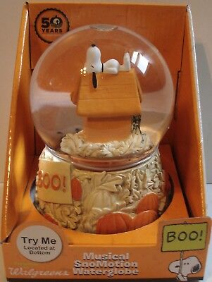 Peanuts Snoopy On Dog House Halloween Fall Pumpkin Musical Water Globe 10""