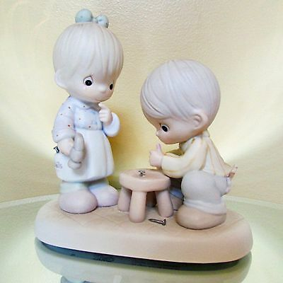 """New Enesco Precious Moments """"Thumb-body Loves You"""" Collectible Figurine"""