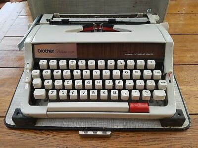 Brother Delux 1510 - Portable Typewriter & Case - Vintage & Retro