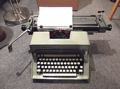 Remington International Typewriter Vintage working order collectible piece