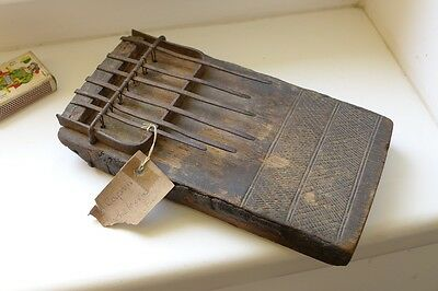 """ANTIQUE very old AFRICAN Lamellophone """"Lidumu dumu"""", thumb piano, about 18th C."""