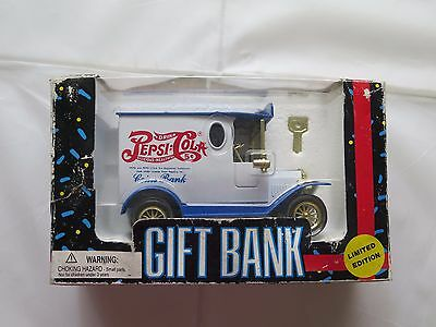 1993 GOLDEN WHEEL Limited Edition Die Cast PEPSI COLA Truck Gift Bank w/ Key NIB