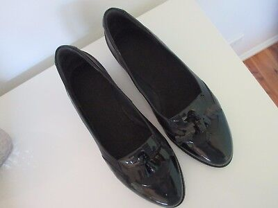 ZIERA LEATHER SHOES--- SIZE 42      worn once