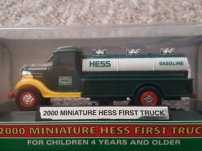 (COLLECTABLE) 2000 Hess Mini Miniature First Truck Original 1933 Chevrolet