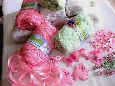 Knitting yarn package with applications and Buttons in wool-white-light green+
