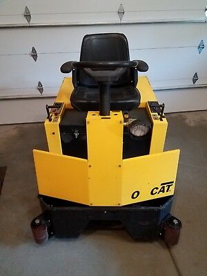 TOMCAT 4700 (FACTORY CAT 48) Battery Powered Ride On Floor Sweeper