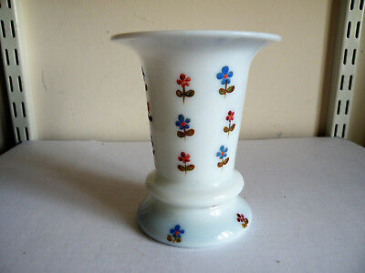 AN 18th CENTURY ENAMELLED MILCH GLASS VASE