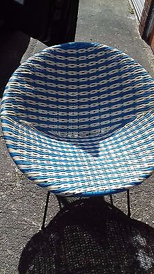 RETRO 1950/60s BLUE & WHITE PLASTIC WEAVE CHAIR WITH BLACK METAL LEGS see pics