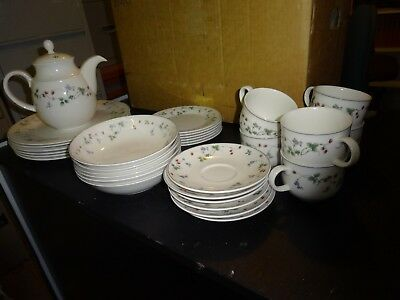 ROYAL DOULTON  dinner setting for 6.EXPRESSIONS.Strawberry Fayre.31 pieces.
