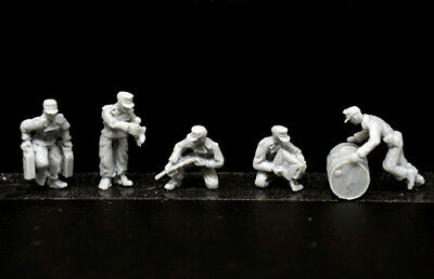 █ 1/72 Resin WWII German Logistics Refueling Team 5 Soldiers Unpainted KS361