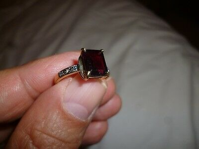 new ladies 9k yellow gold ring with app.2.5ct garnet and small diamonds