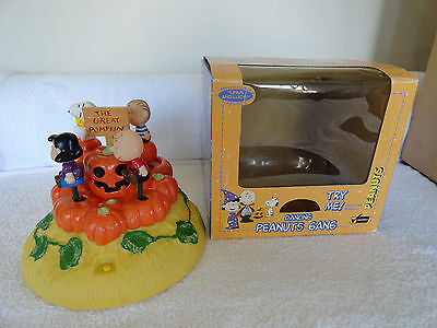 Dancing Peanuts Gang ~Linus and Lucy~ Musical The Great Pumpkin Halloween HTF