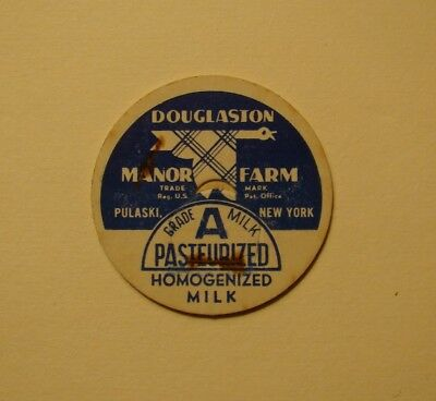 DOUGLASTON MANOR FARM PULASKI,NEW YORK.PLAID GOOSE.1 5/8s. MILK BOTTLE CAP