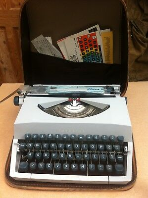 Imperial portable typewriter 1960s. Leather look  carry case
