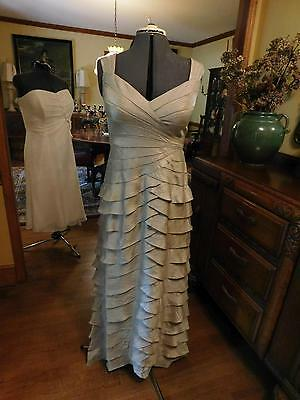 Gorgeous Mother Of The Bride Or Groom Champagne Flat Ruffle Full Length Gown S12