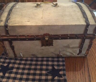 Antique Small Box Dome Top Trunk 1805 Paper Lining