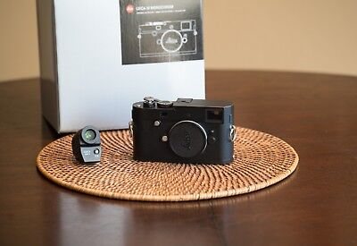 Leica 246 Monochrome Mint 3,000 Photos With Lot Of Extras
