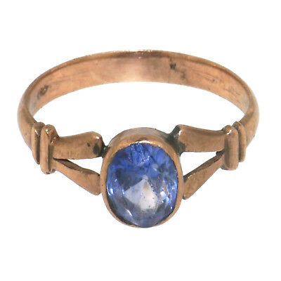 (1759)Antique  9 carats gold ring set with a sapphire