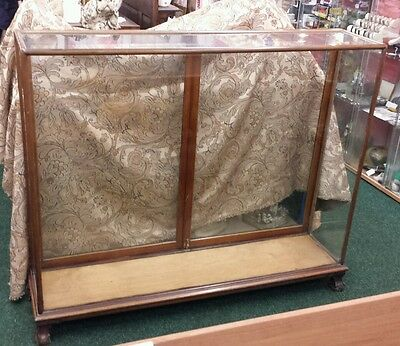 EARLY 20th CENTURY MAHOGANY GLAZED RETAIL DISPLAY CASE / TROPHY CABINET