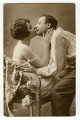 1920s French Risque n/ Nude SEXY LINGERIE FLAPPER Kissing Kiss photo postcard