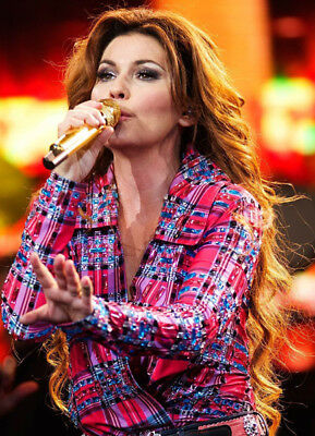 Shania Twain UNSIGNED photo - K3085 - You're Still the One & Any Man of Mine