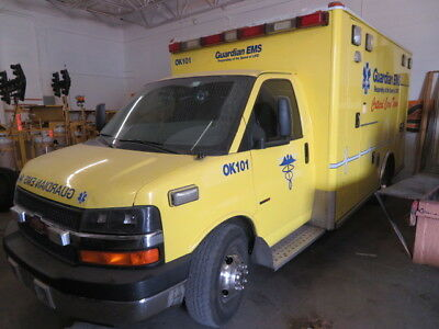 2007 AMBULANCE Chevy Express 3500 Cutaway 6.6 - Yellow