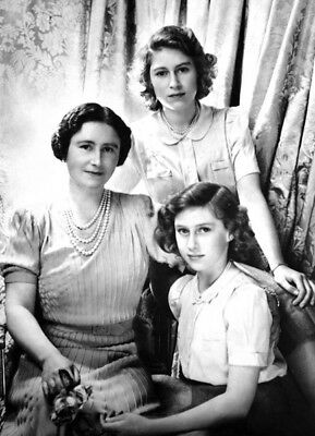 Queen Elizabeth, Princess Margaret & Princess Elizabeth UNSIGNED photo - K3208