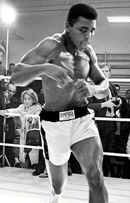 Muhammad Ali UNSIGNED photo - K3273 - American professional boxer and activist