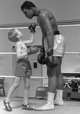 Muhammad Ali UNSIGNED photo - K3270 - Goes down in ring thanks to a kid