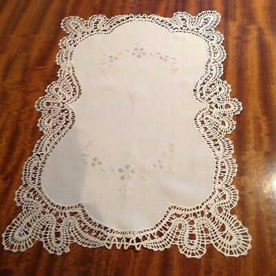 Cream Tray Cloth / Table Centre with deep lace edging