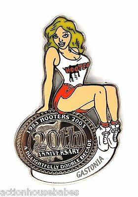 HOOTERS RESTAURANT 20th ANNIVERSARY GIRL GASTONIA LAPEL BADGE PIN
