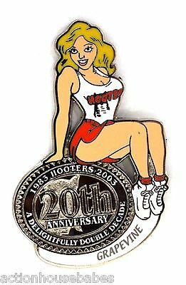 HOOTERS RESTAURANT 20th ANNIVERSARY GIRL GRAPEVINE LAPEL BADGE PIN