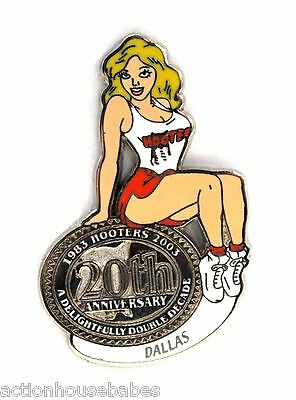 HOOTERS RESTAURANT 20th ANNIVERSARY GIRL DALLAS LAPEL BADGE PIN